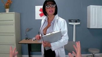 Hot Kinky Patient (Veronica Avluv) Seduced By Doctor Enjoy Sex Treatment clip-30