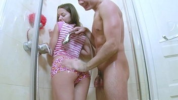 Wet lolita young teenie pussy in wet shower sucking big flannel to hard it for fuck