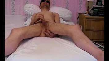 Masturbation et &eacute_jaculation devant progenitrix webcam.Wanking and cuming