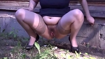 Lovely Girls Pissing in nature-01