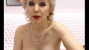 Beautiful mature opens wide FreeCamGirls.Club