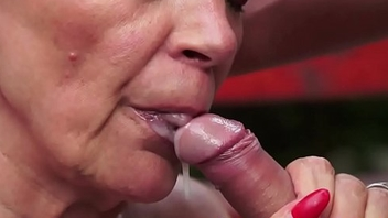 Trimmedpussy cougar orally satisfied