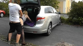 Young dogging wife screwed by lots of strangers