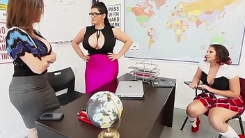 Teacher sara jay fuck pupil gia in class