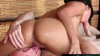 Japanese busty masseuse gives nuru gel kneading 08